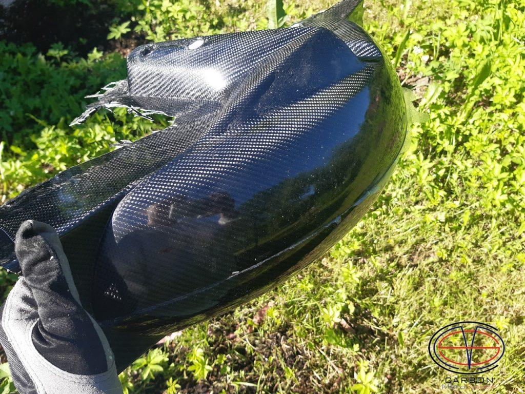 Suzuki GSX-R750 front fender from carbon fiber